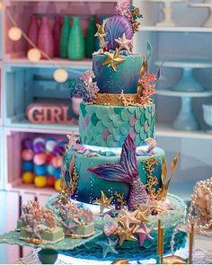 Such a elegant mermaid cake! Mermaid Birthday Cakes, Mermaid Cupcakes, Little Mermaid Birthday, Cake Birthday, Pretty Cakes, Cute Cakes, Beautiful Cakes, Amazing Cakes, Crazy Cakes