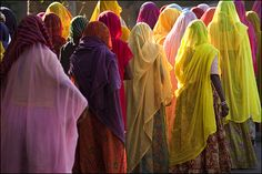 Ceremonial, Udaipur, India, photograph by Claude Renault ... The ceremony is for a deceased woman. They wear bright clothing because the lady who died had a long life and, more importantly, her husband was still alive (she was not a widow)