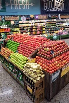 Cheese/wine pairing Lincoln Gallery - Whole Foods Market Midwest Region Produce Displays, Fruit Displays, Sambhar Recipe, Shop Shelving, Fruit And Vegetable Storage, Supermarket Design, Food Retail, Spice Shop, Fruit Shop