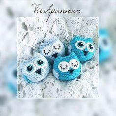 Nästa uppdaterade mönster. Ugglor kan man aldrig få för många av! 💕 🇬🇧 Next pattern to be updated on the blog. English pattern is coming soon. You can never have too many owls! #virka #virkad #virkat #virkning #virkade #virkar #virkaduggla #virkadeugglor #amigurumi #crochet #crocheting #crochetowl #crochetmobile #hekle #heklet #virkkaus #häkeln #haken #haak #hækle #hækling #favoritgarner #scheepjes #scheepjescatona #diwy #diy #diwy_favoritgarner