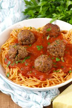 polpette rezept These are the BEST Italian Meatballs! My Italian grandmother's recipe, the word perfect doesn't even begin to cover it. Meatball Recipes, Beef Recipes, Cooking Recipes, Recipies, Italian Meatballs, Spaghetti And Meatballs, Italian Dishes, Italian Recipes, Italian Meats