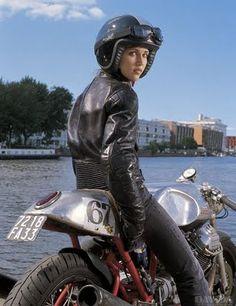 Katrien on her Cafe Racer Moto Guzzi Moto Guzzi, Guzzi V7, Vintage Cafe Racer, Blitz Motorcycles, Vintage Motorcycles, Lady Biker, Biker Girl, Bobbers, Custom Moto