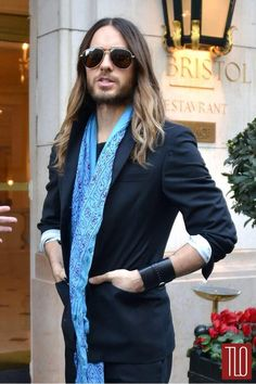 Jared Leto's scarfing. I actually like the cuff, too. Where are my scissors, though?