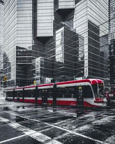 Ways On How To Take Better Landscape Photos Toronto Ontario Canada, Toronto City, Toronto Photography, Urban Photography, Wallpaper Toronto, Toronto Images, City Aesthetic, Take Better Photos, Winter Photos