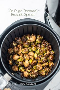 Air Fried Chicken and Broccoli LOW CARB and KETO. It's a great healthy air fryer recipe for chicken and broccoli that the whold family and kids will love Air Fryer Oven Recipes, Air Fryer Recipes Salmon, Air Fryer Recipes Potatoes, Air Fryer Recipes Appetizers, Air Fryer Recipes Vegetables, Air Fryer Dinner Recipes, Frozen Vegetables, Shrimp Recipes, Fish Recipes