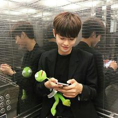 - ̗̀  @bagmilk   ̖́- Korean Boys Ulzzang, Cute Korean Boys, Ulzzang Couple, Ulzzang Boy, Korean Men, Asian Boys, Asian Men, Korean Girl, Beautiful Boys