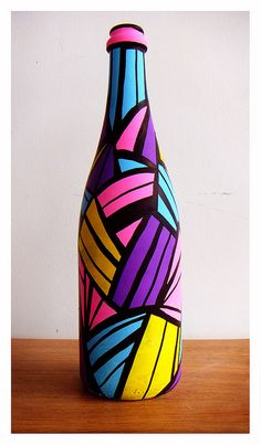 Continue to make your own area desk led lamp applying an upcycled wine bottle. Painted Glass Bottles, Glass Bottle Crafts, Wine Bottle Art, Diy Bottle, Decorated Bottles, Lighted Wine Bottles, Plastic Bottles, Quilled Creations, Art N Craft