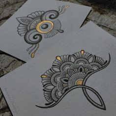 gold on mandala 😍 Doodle Drawings, Doodle Art, Muster Tattoos, Zentangle Patterns, Zentangles, Mandala Drawing, Mandala Doodle, Zen Art, Pencil Art