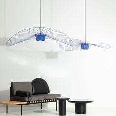 VERTIGO est une « lampe cabane » selon les termes mêmes de son designer; à la fois aérienne et graphique, elle s'adapte aux grands volumes comme aux petits, où elle recrée un espace propre et intime. Volumes, Comme, Designer, Ceiling Lights, Lighting, Blue, Home Decor, Chart, Cabin
