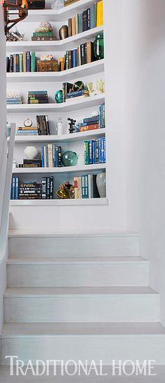 more than 700 books, old National Geographic magazines, rare objets d'art, and accessories to grace the built-in bookshelves. Arranging Bookshelves, Library Bookshelves, Bookshelf Styling, Traditional Decor, Traditional House, Ryan White, Malibu Beach House, Malibu Homes, Nook And Cranny