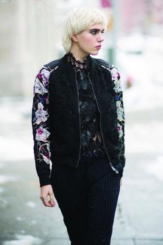 Julia Cumming luce un outfit de Desigual en las calles de Manhattan  - New York . Foto deTimur Emek