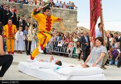 Castrillo de Murcia, Burgos, Spain. 22nd June, 2014. In Corpus Christi grown men dressed all in yellow leap over tiny babies, in one of the lesser known Spanish fiestas © Nick Gammon/Alamy Live News