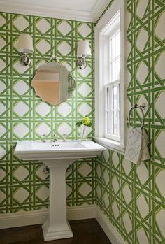 Looking for wallpaper inspiration? Try 29 Fabulous Wallpaper Ideas to Try for Your Powder Bathroom (Part Find your perfect wallpaper style! Bathroom Wallpaper, Wall Wallpaper, Wallpaper Ideas, Bamboo Wallpaper, Chinoiserie Wallpaper, Green Wallpaper, Pattern Wallpaper, Color Secundario, Bath