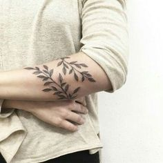 What does plant tattoo mean? We have plant tattoo ideas, designs, symbolism and we explain the meaning behind the tattoo. Vine Tattoos, Flower Tattoos, Leaf Tattoos, Body Art Tattoos, Flower Tattoo For Men, Men Arm Tattoos, Octopus Tattoos, Upper Arm Tattoos, Butterfly Tattoos