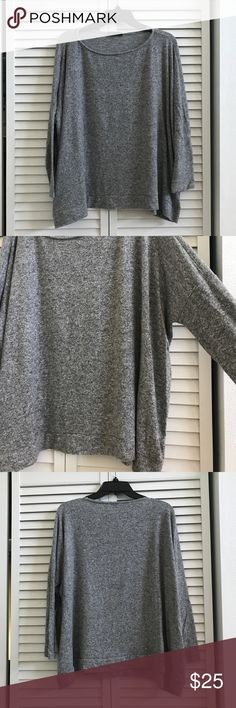 🆕Gibson boxy fleece top, EUC. Super soft boxy fleece top in grey from Gibson. Purchased at Nordstrom. I love these tops! They are so soft and cozy. I have a lot just cleaning out this one. Lightly used but in excellent condition. Size large petite. Wide width for a stylish relaxed fit. 74% rayon, 21% poly, 5% spandex. Smoke free home. Gibson Sweaters