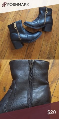 "G by Guess Booties SIZE 6.5M Excellent condition.  Heel: 2 in. Shaft measures approximately 5"" from arch Platform measures approximately 0.5"" Boot Opening Circumference: 11""  •••••BUNDLES WELCOMED••••• G by Guess Shoes Ankle Boots & Booties"