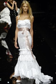 Sweeping the World of Bridal Fashion with Dolce and Gabbana Wedding Dresses | Wedding Tips