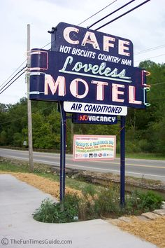 Eat at the Loveless Cafe