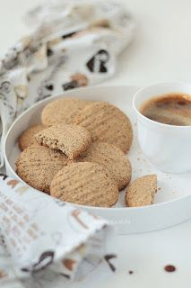 Cynamonowy jabłecznik cappuccino - Wiem co jem Dog Food Recipes, Cereal, Cookies, Baking, Breakfast, Desserts, Polish Food Recipes, Crack Crackers, Morning Coffee