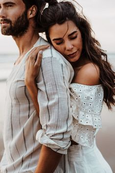 Still Life Couple shoot poses, Couple shoot sunset, Coupl… – fashion editorial photography Couples Beach Photography, Photo Poses For Couples, Poses Photo, Couple Picture Poses, Couple Photoshoot Poses, Engagement Photo Poses, Fashion Photography Poses, Photo Couple, Pre Wedding Photoshoot