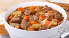 Varmende grønnsaksgryte med oksekjøtt På høsten er det fullt av friske rotgrønnsaker. 1 kg okse (høyrygg)2 ss smør1,5 liter oksekraft (eller buljong)2 stk persillerøtter1 stk sellerirot0.5 stk purre2 stk gulrøtter2 stk løksalt og pepper Del opp kjøttet og rotgrønnsakene i terninger. Skjær purre og løk i skiver.Brun kjøttet i
