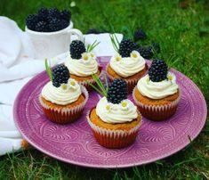Zdravé cupcakes s ostružinami Mini Cupcakes, Healthy Desserts, Cheesecake, Low Carb, Menu, Food, Health Desserts, Menu Board Design, Cheesecakes