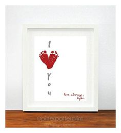 Cute V-Day gift idea for grandma with a picture on the side. Red & Pink Heart Valentines Day Gift for New Dad - Baby Footprint Hearts Valentine Decor, Decoration - Baby Crafts, Craft Projects, Crafts For Kids, Be My Valentine, Valentine Day Gifts, Cute Gifts, Diy Gifts, Handmade Gifts, Cadeau Parents
