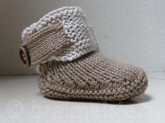 Patroon UGGs breien, voor een baby van 0 tot 6 maanden. Brei Baby, Preemie Clothes, Baby Uggs, Baby Booties, Crochet Hats, Slippers, Beanie, Knitting, Diy