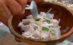 Ceviche de peixe com coentro e leite de coco: anote a receita de Olivier Anquier. How To Cook Fish, What To Cook, Fish Dishes, Fruits And Veggies, Finger Foods, I Foods, Low Carb Recipes, Feta, Seafood