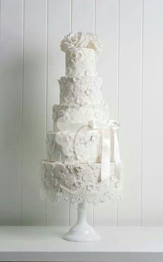By Poppy Pickering:  Delicate Lace wedding cake