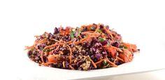 Deze rode kool salade met tahin dressing is zo verrassend lekker door de tahin dressing. Tahin is een pasta gemaakt van sesamzaad. Erg lekker recept!