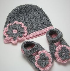 Items similar to baby girl shoes crochet mary jane and flower hat set grey /soft pink month Photo Prop on Etsy Crochet Shrug Pattern, Crochet Doily Diagram, Baby Afghan Crochet, Crochet Mittens, Baby Girl Crochet, Crochet Baby Shoes, Baby Afghans, Irish Crochet, Flower Hats