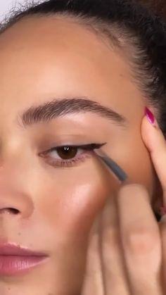 Smokey Eye Makeup Tutorial, Eye Makeup Steps, Makeup Eye Looks, Subtle Makeup, Natural Brown Eye Makeup, Easy Eye Makeup, Brown Smokey Eye Tutorial, Perfect Eyebrows Tutorial, Brown Smokey Eye Makeup