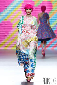 Agatha Ruiz de la Prada Printemps-été 2015 - Prêt-à-porter - http://fr.flip-zone.com/fashion/ready-to-wear/independant-designers/agatha-ruiz-de-la-prada-4931