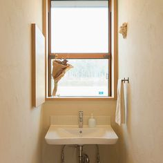 【設計士のこだわり】 . ここは2Fの洗面室。ここから眺める景色は本当に最高なんです! . しかし、ここで身支度をするため鏡も必要・・・ . そこで提案したのは、収納と鏡を合わせたもの♪そんな細やかなこだわりが豊かな暮らしをつくります。 . 菊陽町 I様邸