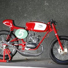 Pepo Rosell & Reyes Ramon operate Radical Ducati out of Madrid, Spain. As their name implies, they specialize in customizing Ducatis to the hilt. Lowrider Bicycle, Trike Bicycle, Wooden Bicycle, Cafe Bike, Bicycle Shop, Bicycle Wheel, Motorcycle Leather, Motorcycle Bike, Vintage Bikes