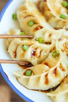 60 calories per potsticker Pork Ginger Potstickers - Super easy, freezer-friendly potstickers made completely from scratch. So hearty AND healthier than take-out! Pork Recipes, Asian Recipes, Chicken Recipes, Cooking Recipes, Healthy Chinese Recipes, Indonesian Recipes, Orange Recipes, Kitchen Recipes, Cooking Tips
