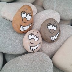 Painted Rocks faces                                                                                                                                                                                 Más