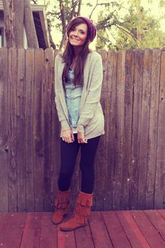 chambray, black leggings, thick sweater cardigan with black fringe minnetonka boots Comfy Fall Outfits, Fall Winter Outfits, Autumn Winter Fashion, Cute Outfits, Boot Outfits, Winter Clothes, Winter Wear, Fringe Boots Outfit, Minnetonka Boots