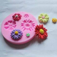 These flower molds are perfect for making cute treats like chocolates or even cake toppers! Get inspired to do more creative baking.  #kawaii #baking #bakingday #baking101 #bakingtime #kitchen #chocolate #chocolates #cake