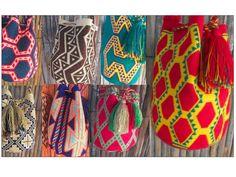 Etnia Wayuu 100% hecha a mano 36 cm largo x 36 cm ancho. De la mejor calidad. $140 Mil pesos Colombianos.  Solicítalas ya sin costo de envío para  #Valledupar #Productos #Accesorios #Artesanias #Textiles #Mochilas #Etnia #Etnicos #Provincia #Valledupar #LaGuajira #Sierra #Wayuu
