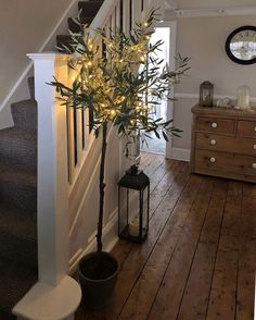 Cosy Autumn hallway pheebs 1 showing us how to cr Hallway Flooring, Wooden Flooring, Farmhouse Flooring, Farmhouse Stairs, Style At Home, Decor Interior Design, Interior Decorating, Decorating Ideas, Nordic Interior