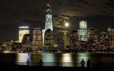 La Luna, el bajo Manhattan y el Río Hudson. Imagen tomada desde la ciudad de Jersey, Nueva Jersey. EE. UU. 1 de octubre de 2012