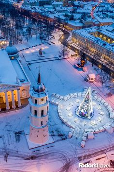 Europe is home to some of the greatest seasonal light shows in the world. Prague Christmas, Europe Christmas, Holiday Lights, Christmas Lights, His Travel, Family Travel, Copenhagen Zoo, Backpacking India, Old Town Square
