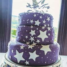 If i have stars in my hair, could also on the cake.. but white background, purple shiny stars methinks!