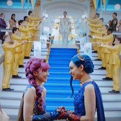 Me and Evie *Mal smiling💜💙 Descendants Wicked World, Disney Channel Descendants, Descendants Cast, Dove Cameron, Disney Channel Movies, Disney Movies, Disney Pixar, Sofia Carson, Cameron Boyce