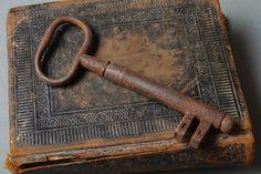 Vintage big metal skeleton key