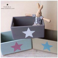Cajas de madera con estrellas en Etoile No.5 www.etoileno5.com