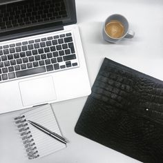 Laptop sleeve 'NIKI' black croco by DAPHNY RAES