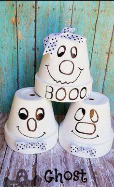 Fantôme avec un pot en terre cuit